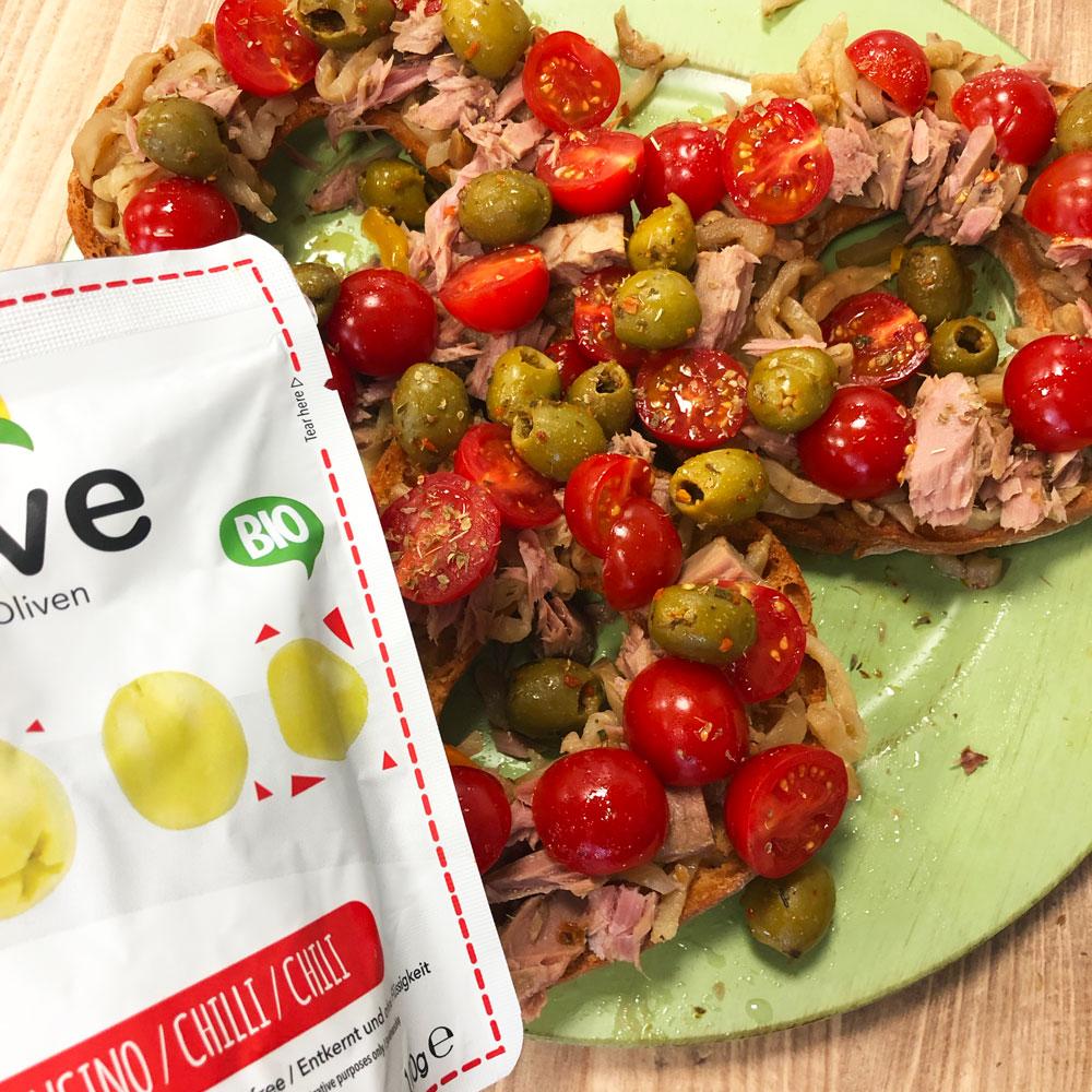 freselle con pomodorini, tonno e olive al peperoncino Naturì
