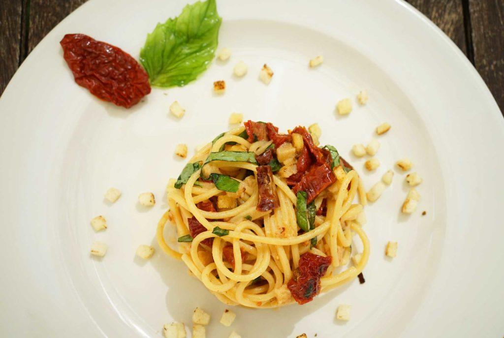 ricetta spaghetti con pomodori secchi